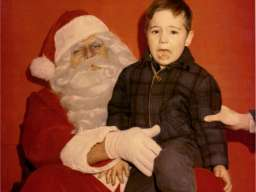 Santa, Why is your hand there? [PIC] : reddit.com